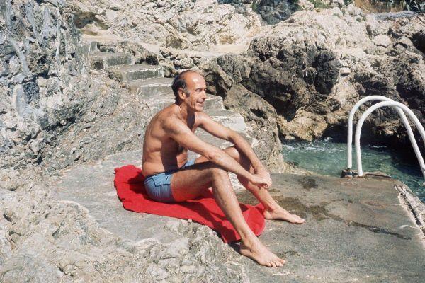 Valéry Giscard d'Estaing dans une crique de Saint-Jean-Cap-Ferrat en août 1974.