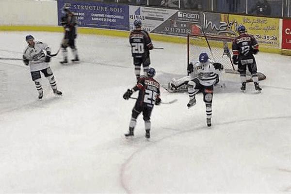 C'est Brest qui a ouvert le score ce samedi soir sur la patinoire de Caen-la-Mer grâce à Prosvic