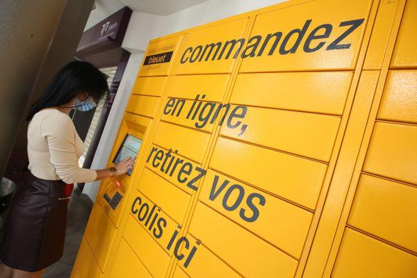 La SNCF renonce à installer des casiers Amazon similaires à celui-ci dans l'ancienne gare de Quillan (Aude)