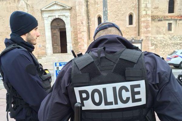 Ce lundi matin, devant l'église Saint-Laurent, à Marseille