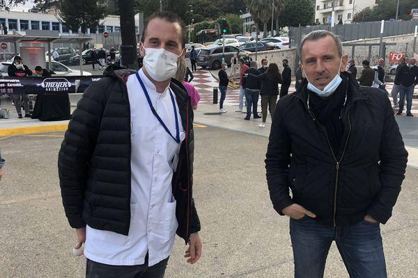 Deux des organisateurs : à gauche, Julien Ravault, aide-soignant. A droite, Michel Fuentes, secrétaire général FO. Il manque l'initiatrice de cette idée : Olivia Ammirati.