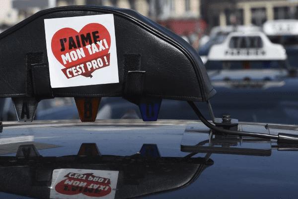 Un taxi en grève contre la concurrence jugée déloyale des VTC, le 25 juin 2015
