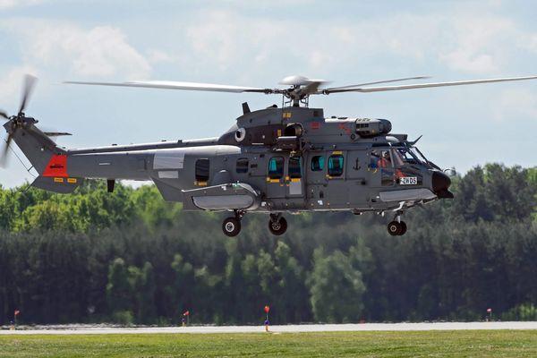 Un hélicoptère Airbus volant en Pologne : voilà ce que la France voudrait voir plus souvent.
