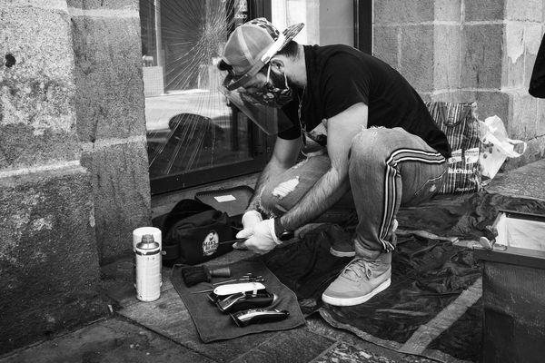 Après le déconfinement, Kevin Ortega, coiffeur au grand coeur, a fait sa première maraude dans les rues nantaises le jeudi 14 mai.