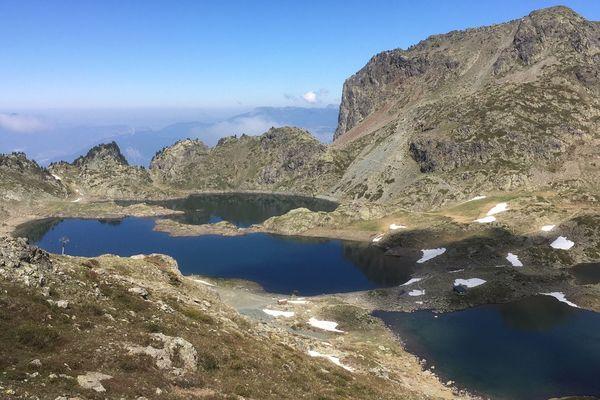 L'arrivée aux lacs Robert, au-dessus de Chamrousse.