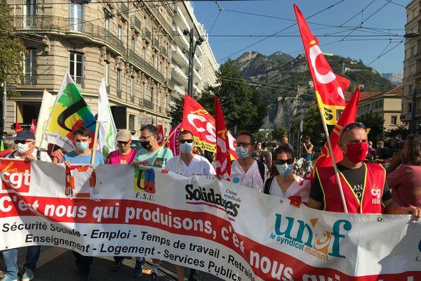 1 500 personnes ont manifesté dans les rues de Grenoble jeudi 17 septembre 2020.