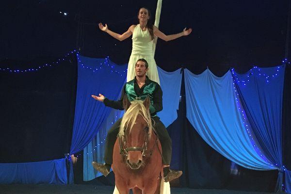 Jérôme et Marion, de la troupe Majaz'l, n'étaient pas destinés à devenir des artistes ambulants. Un rêve se réalise pour ces deux passionnés de chevaux comtois.