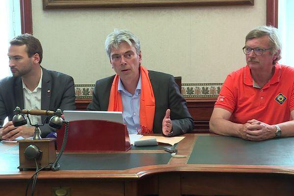 A l'Assemblée Nationale ce 19 juin, le député Sébastien Jumel, à ses côtés, le président de la SNSM de Dieppe