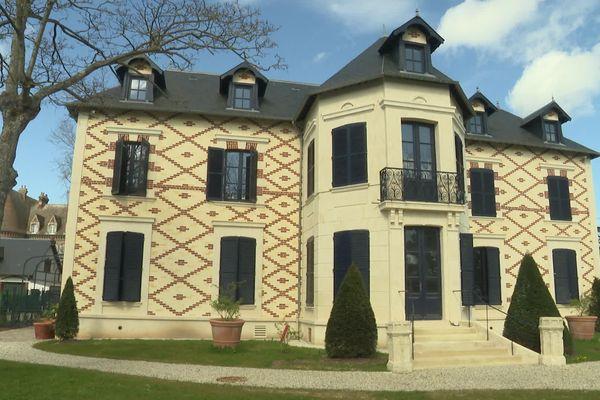 15 avenue R.Poincarré à Cabourg , la Villa du Temps Retrouvé restaurée accueillera bientôt les visiteurs