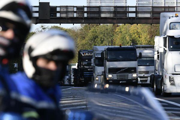 Les routiers promettent des blocages sur les autoroutes du Nord et du Pas-de-Calais le 5 décembre. Photo d'archives.