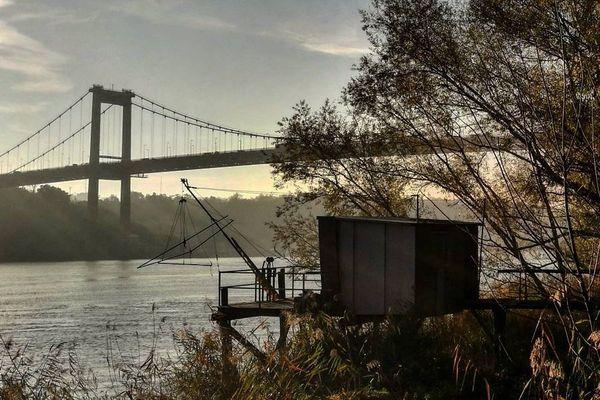 """""""Un matin de décembre, à la recherche de la meilleure prise de vue pour photographier le Pont d'Aquitaine."""" #instagram @brukhy"""