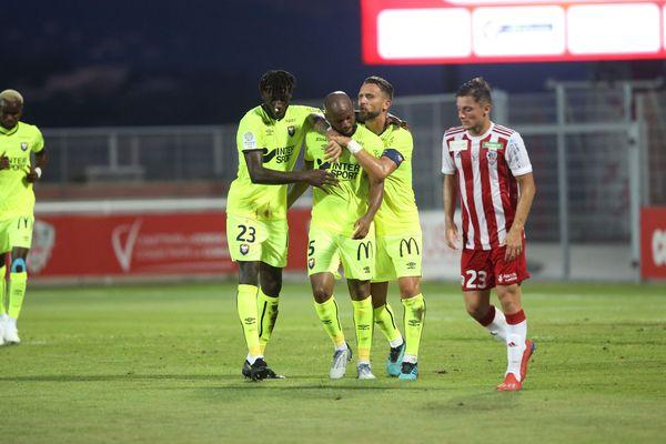Le milieu Baisama Sankoh marque le deuxième but du match.