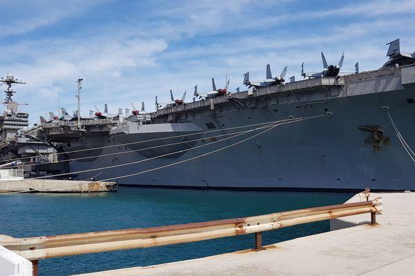 Un porte-avions long de 333 mètres, large de 78 mètres et haut de 74 mètres