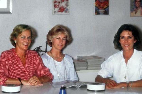 Photo non datée de Marie-Laure (gauche) et Evelyne Prouvost (centre), petites-filles du fondateur du groupe Marie-Claire, qui détiennent 51 % du capital de Marie-Claire Album (MCA), principale société du groupe, après le rachat des 17 % appartenant à leur demi-sœur Donatienne de Montmort (droite) en décembre 2000.