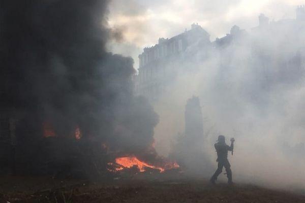Quelques heurts ont éclaté entre les forces de l'ordre et les manifestants place de Jaude à Clermont-Ferrand.