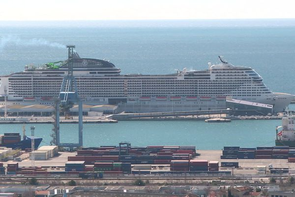 Le Grandiosa MSC en escale vendredi 28 février dans le port de Marseille.