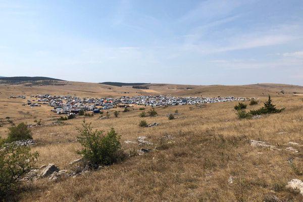 Au total environ 2500 véhicules seraient rassemblés selon la gendarmerie de Lozère - 09.08.20