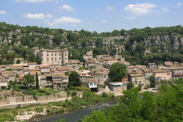 Le beau village médiéval de Vogüé, en Ardêche.