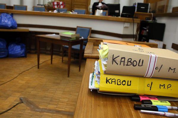 Les dossiers du procès en appel de Fabienne Kabou devant les assises du Nord.