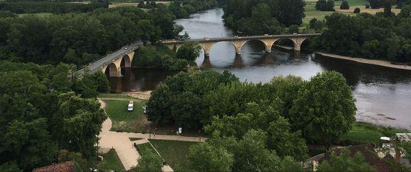 Vue exceptionnelle à 360 ° sur la Dordogne et la Vézère qui s'épousent en ces lieux