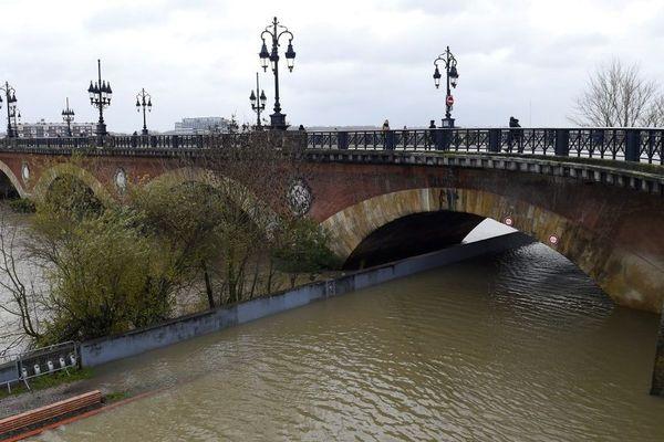 Les bords de la Garonne inondés le 13 décembre 2019 à Bordeaux.