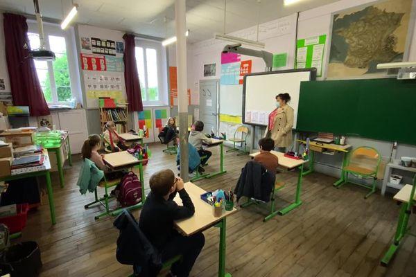 Après le confinement, premier contact avec les élèves de l'école de Meillards (19)