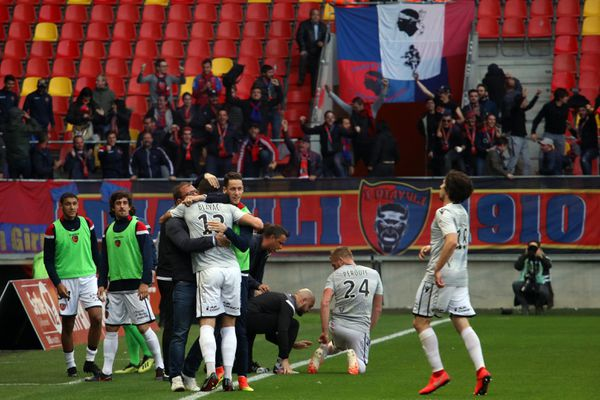 La joie du banc ajaccien et des supporters des diables rouges qui avaient fait le déplacement, après le premier but, signé Jérémy Blayac