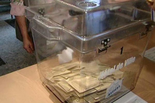 Jour de vote à l'hôtel de ville de Béziers