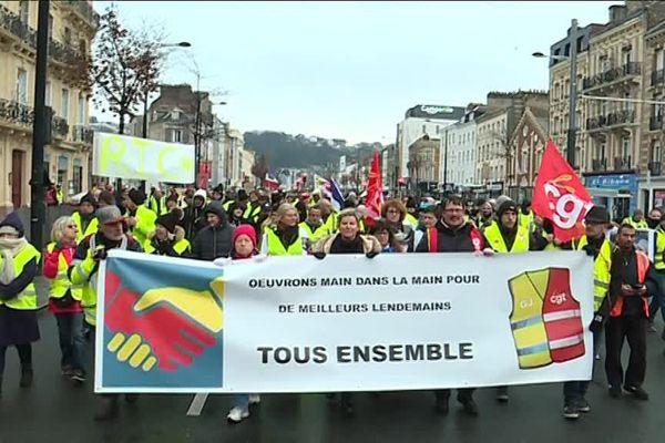Le cortège de gilets jaunes et gilets rouges au Havre, ce samedi 19 janvier