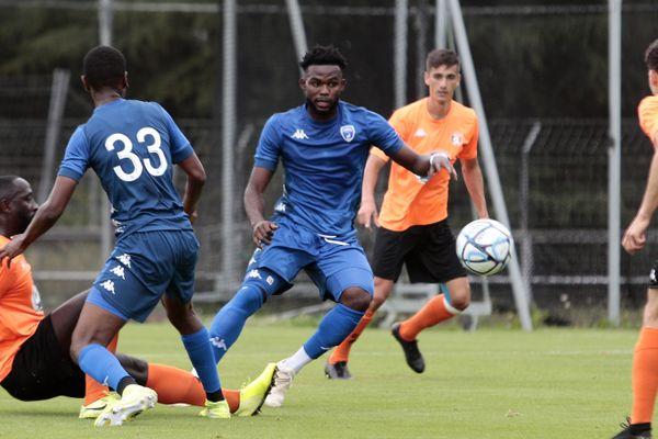 Les Chamois Niortais ont perdu leur premier match amical de la saison 1-0 face à Laval (National).