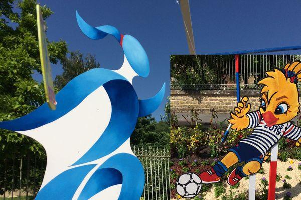 A l'entrée du village de Vrigne aux Bois dans les Ardennes, la déco pour le Mondial de football féminin annonce la couleur