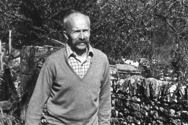 Henri Vincenot, en 1978, dans sa propriété à Commarin