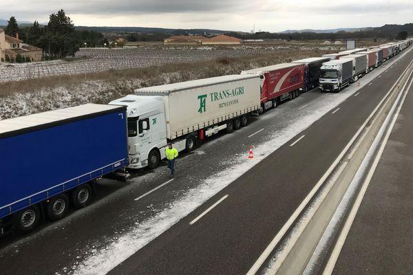 Les poids-lourds sont interdits de circuler sur les autoroutes A8 et A57.