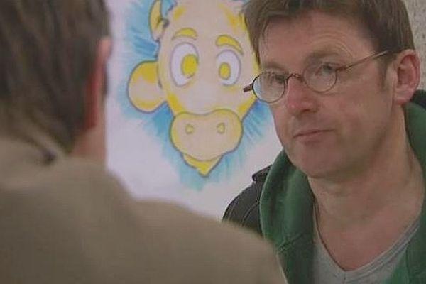"""Kokor, le dessinateur lauréat du prix du Veau d'or au Festival """"des Planches et des vaches"""" d'Hérouville-Saint-Clair 2013"""