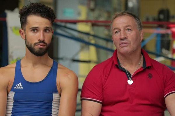 Le sprinter vosgien Nacer Bouhanni essaie la boxe sous l'oeil d'Alain Vastine