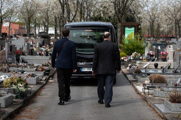 L'organisation des funérailles demeure difficile malgré la levée du confinement.