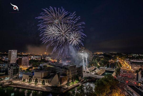 Le feu d'artifice strasbourgeois surplombe la Cité de la musique et de la danse.