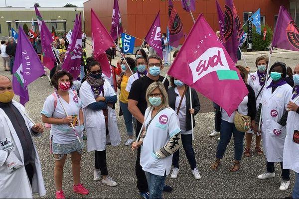 Les personnels de l'hôpital ont commencé à se rassembler pour une nouvelle journée de mobilisation.