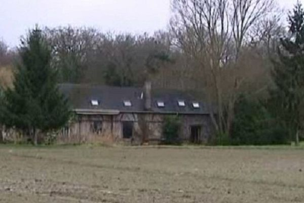 En février 2011, Jean-Claude Anselme, 62 ans, est retrouvé sur la terrasse d'un gîte à Amboise.