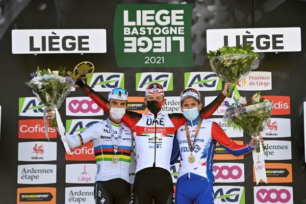 Le podium de la Liège-Bastogne-Liège avec à droite David Gaudu, troisième de cette édition