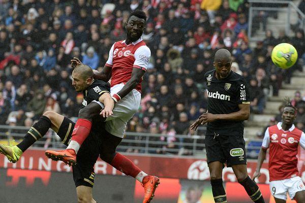 Lors de leur précédente rencontre, le 21 octobre 2017, Reims et Lens s'étaient séparés sur le score de 1 à 0 (Ici le 18 mars 2017, lors de la saison précédente).