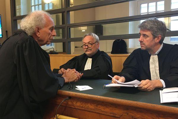 Les avocats des deux jeunes hommes accusés d'avoir torturé et tué trois personnes âgées et violé une femme en 2017, à Montluçon.