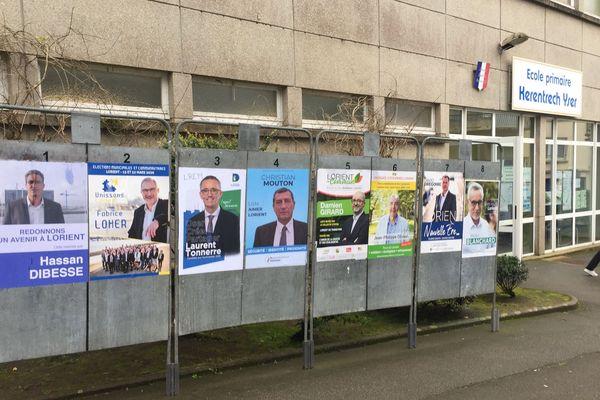 Les panneaux électoraux à Lorient le soir du 1er tour des municipales 2020