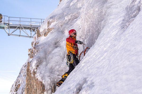 Le Pic du Midi s'est doté d'une cascade de glace pour les passionnés d'escalade dans un lieu mythique.