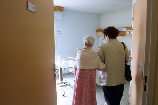 Les visiteurs sont à nouveau autorisés dans les établissements de santé, sous certaines conditions. archives.