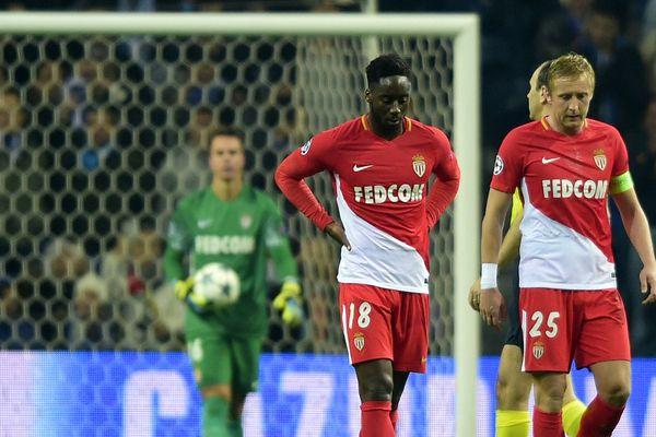 Soualiho Meité à gauche et  Kamil Glik à droite le 6 décembre 2017 lors du match AS Monaco-Porto.