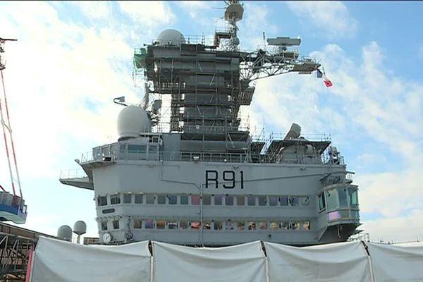 Le porte-avions : 18 mois de travaux pour 1,3 millaird d'euros
