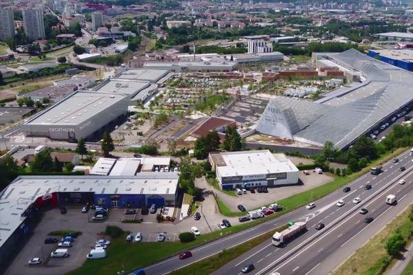 Le centre Steel a l'entrée est de la ville de Saint-Etienne...