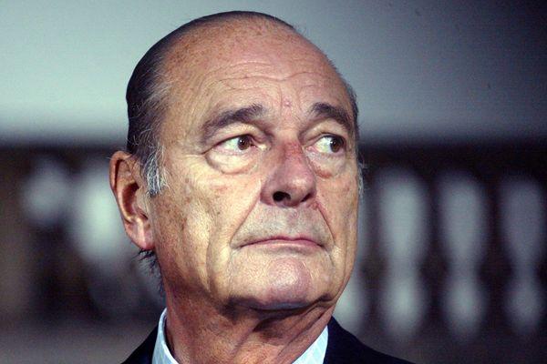 Jacques Chirac en octobre 2005, dans la cour de l'Elysée à Paris.