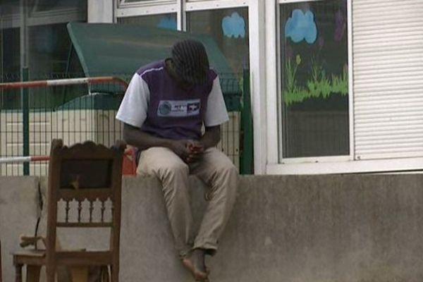 Une centaine de migrants ont trouvé refuge dans les anciens locaux des Restos du Cœur à Dijon.